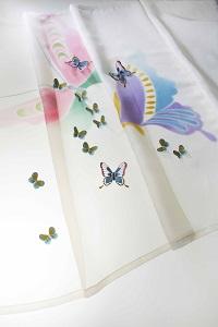 カーテン「風の蝶」(部分)