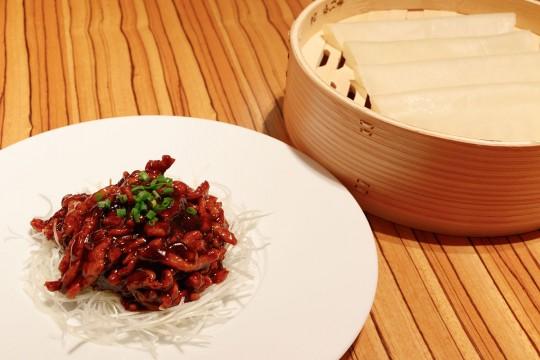豚肉の中国家庭風甘味噌炒め クレープ添え