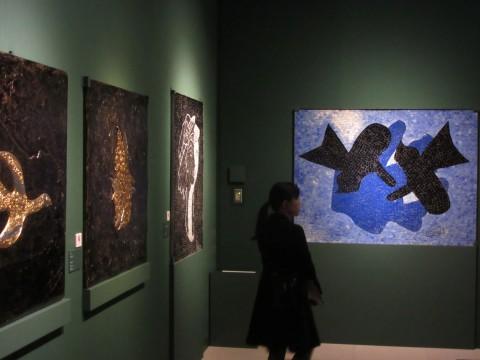 ブラックの手による室内パネルが並ぶ。ブラックは装飾画家の家に生まれ、若い頃からその技術を身につけていた